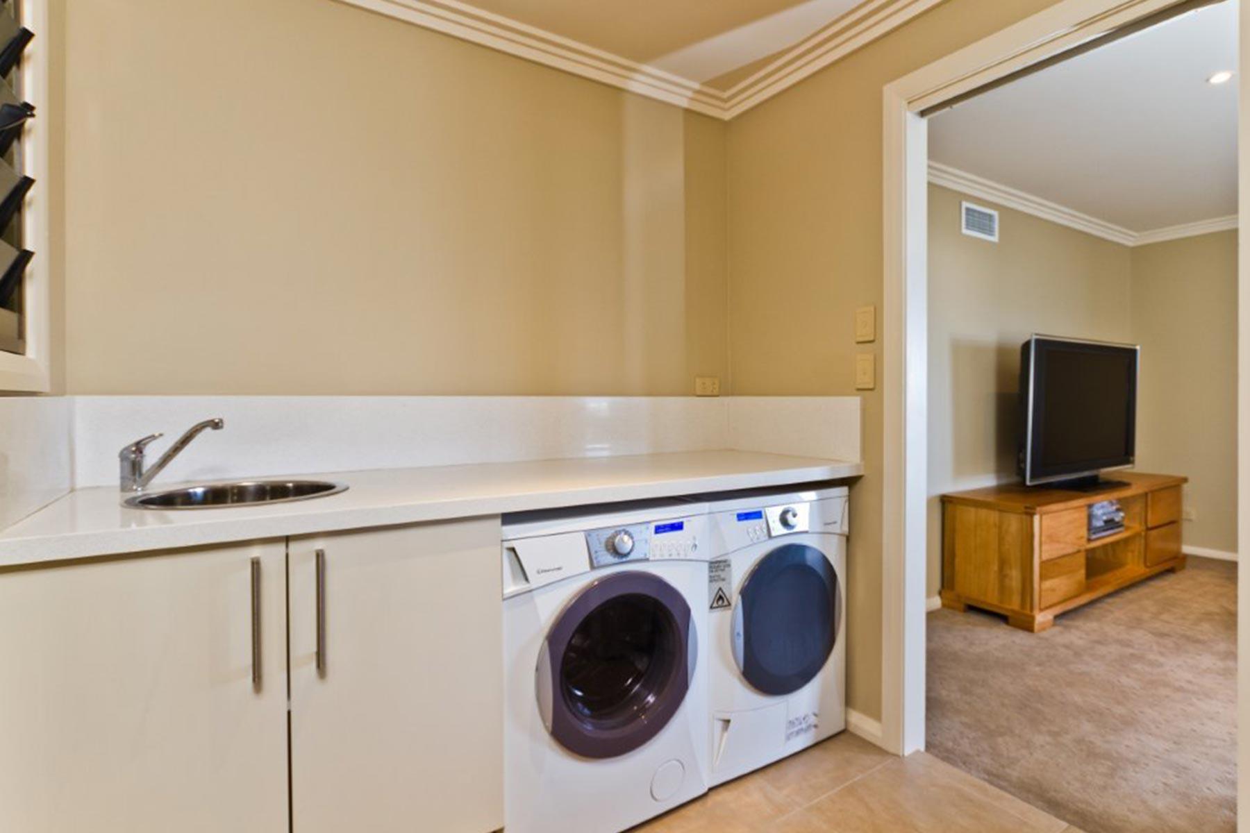 Hargraves Beach House - Laundry