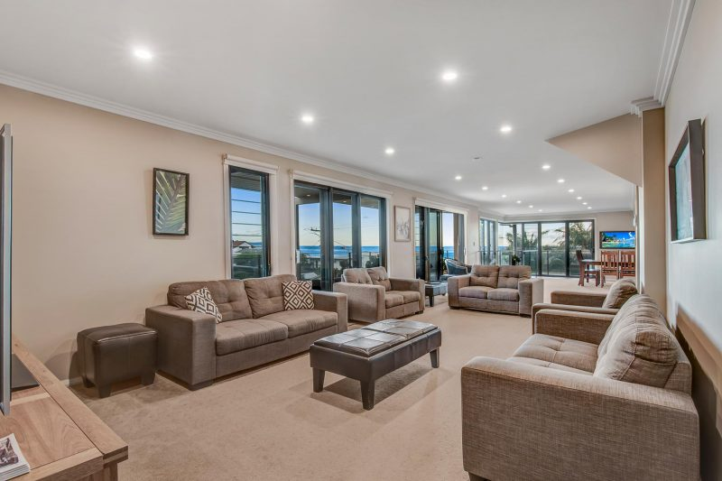 Hargraves Beach House - Main Lounge