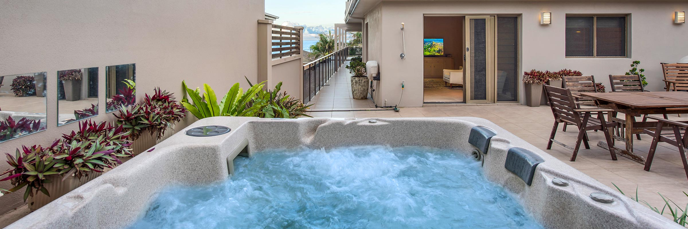 Hargraves Beach House - 8-person Heated Spa