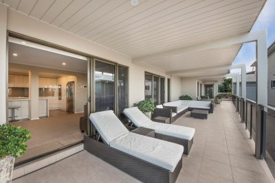 Hargraves Beach House- Outdoor cane lounge seting